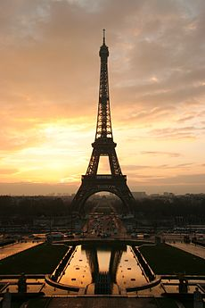 Tour Eiffel at sunrise from the trocadero