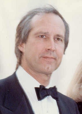 Photo of Chevy Chase attending the 62 Academy Awards in 1990.
