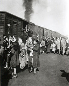 Deportation to Treblinka from ghetto in Siedlce 1942.jpg