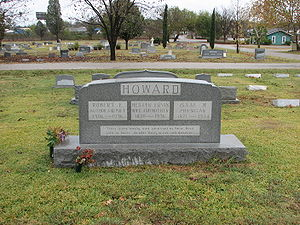 Howard family gravestone with the names of Robert E. (Author and Poet; 1906–1936), Hester Ervin (Wife and Mother; 1870–1936) and Isaac M. (Physician; 1871–1944)