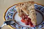 Vegan Strawberry Rhubarb Pie (4723534852).jpg