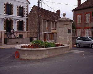 A photograph of the monument to Camus built in Villeblevin.