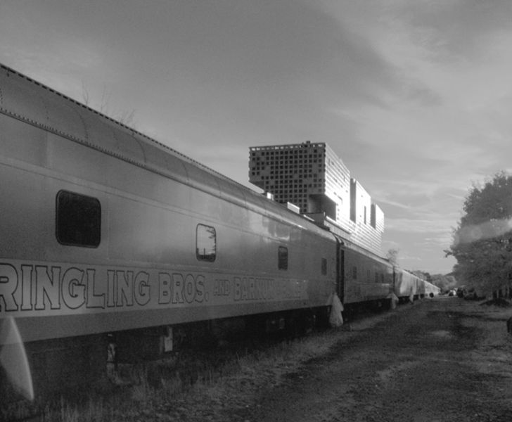 File:Bnb train 2 bnw.jpg
