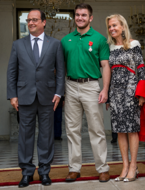 Alek Skarlatos with French President.PNG