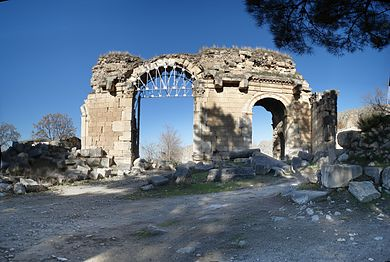 Anazarbus klikya city south gate.jpg