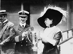 Carpathias captain Arthur Rostron awarded by Margaret Brown