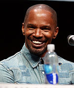 A picture of Jamie Foxx speaking at 2013 San Diego Comic Con.