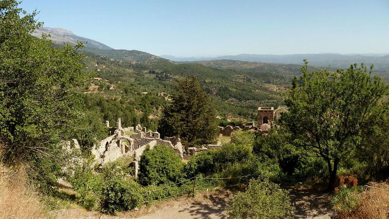 File:Mystras - Upper city.jpg