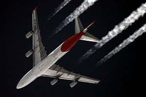 Underside planform view of an in-flight 747. Under each of the two wings are two engines.