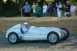 1934Mercedes-BenzW25-side Goodwood, 2009.JPG