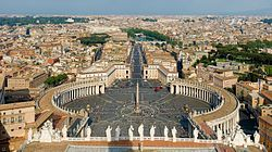 St Peter's Square, Vatican City - April 2007.jpg