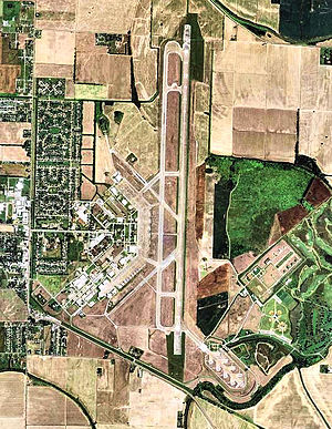 Arkansas International Airport AR 2006 USGS.jpg