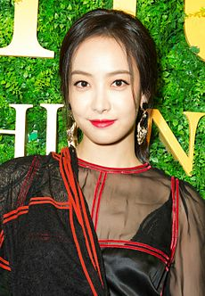 Victoria Song at Sohu Fashion Awards in December 2015 01.jpg