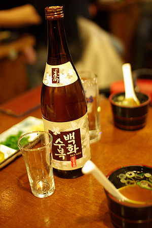Korean rice wine-Cheongju-Baekhwasubok-01.jpg